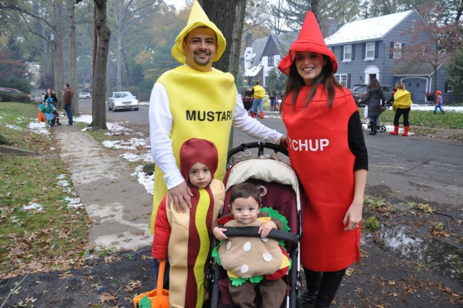 http://myfriendbettysays.com/family-halloween-costumes/