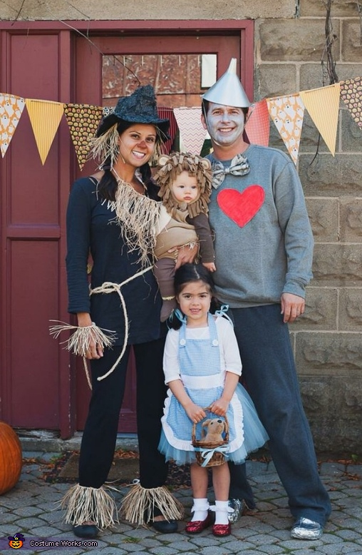 http://www.costume-works.com/wizard-of-oz-family9.html