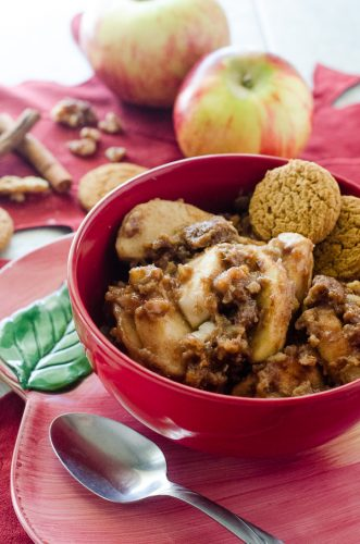 Slow Cooker Apple Gingerbread Crumble